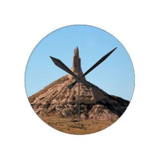 Scottsbluffネブラスカの煙突の石の尖塔 ラウンド壁時計