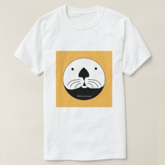 Sea Otter looking out of the round window 2 Tシャツ
