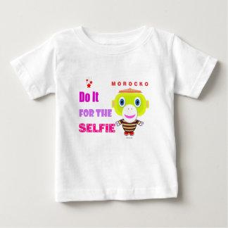selfieかわいい猿Morockoのためのそれをして下さい ベビーTシャツ