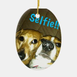 selfieを取っているダックスフントおよびビーグル犬 セラミックオーナメント
