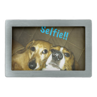 selfieを取っているダックスフントおよびビーグル犬 長方形ベルトバックル