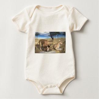 Serengetiのライオン ベビーボディスーツ