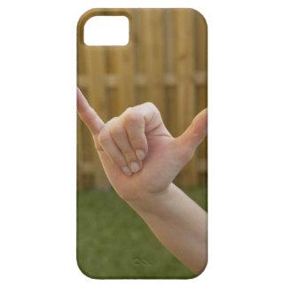shakaの印を作る女性の手のクローズアップ iPhone SE/5/5s ケース