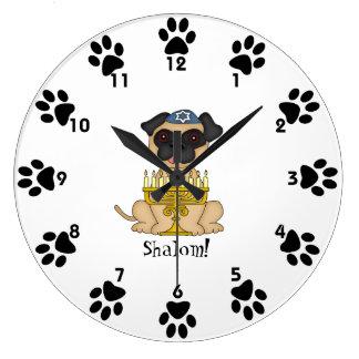 Shalom! - (ユダヤ教)メノラーのかわいいパグ犬 ラージ壁時計