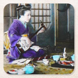 Shamisenのバンジョーを演奏しているヴィンテージの日本のな芸者 スクエアペーパーコースター