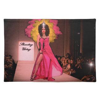 Shantay Ustayのファッションの走路のアニータFajina ランチョンマット