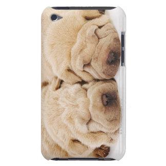 Shar 2匹のPeiの子犬の睡眠 Case-Mate iPod Touch ケース