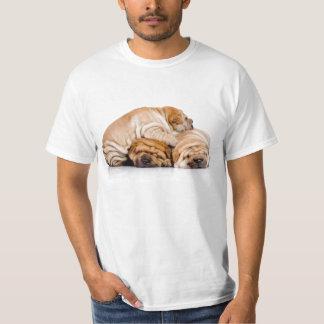 Shar Peiの子犬の小山 Tシャツ