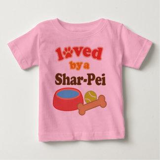 Shar-Pei (犬の品種)著愛される ベビーTシャツ