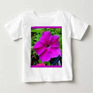 SHARLESによるFushiaのペチュニア ベビーTシャツ