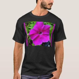 SHARLESによるFushiaのペチュニア Tシャツ