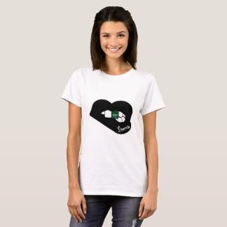 Sharniaの唇のサウジアラビアのTシャツ(黒い唇) Tシャツ