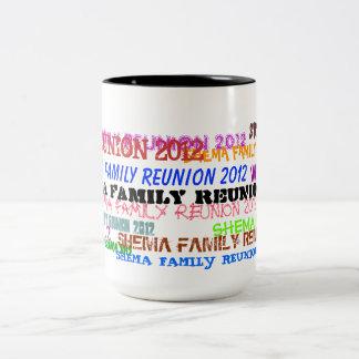Shemaの家族会の2012年のコーヒー・マグ ツートーンマグカップ