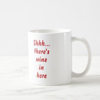 Shhh…ここにワインがあります コーヒーマグカップ