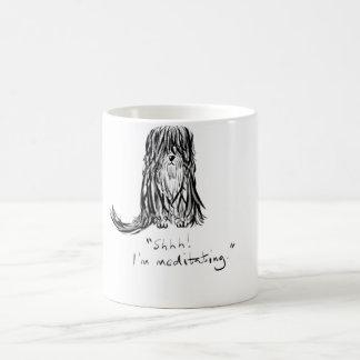 Shhh! 私は犬の漫画のマグをめい想しています コーヒーマグカップ