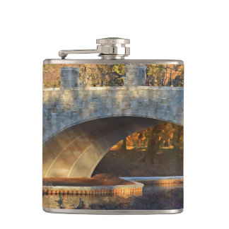 Shirleyテイラー著日没の色彩の鮮やかな橋 フラスク