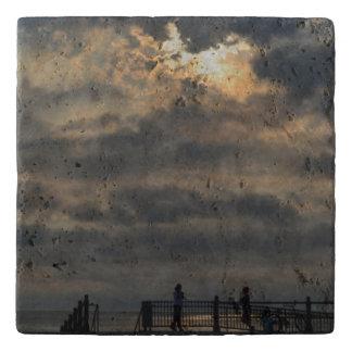 Shirleyテイラー著曇った日の出 トリベット