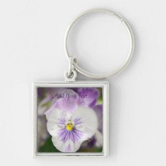 Shirleyテイラー著紫色および白いビオラ キーホルダー