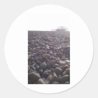 silouetted西桟橋への小石上の眺め ラウンドシール
