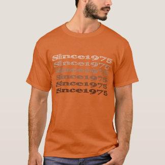 Since1975完全な前部ロゴ Tシャツ