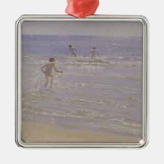 Skagenの日光: 泳いでいる男の子1892年 メタルオーナメント