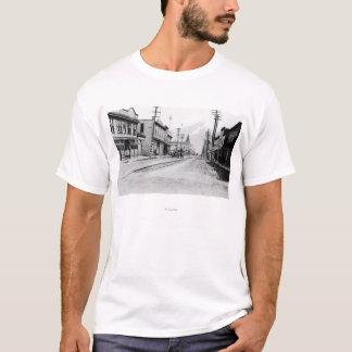 Skagwayのアラスカの写真の町の眺め Tシャツ