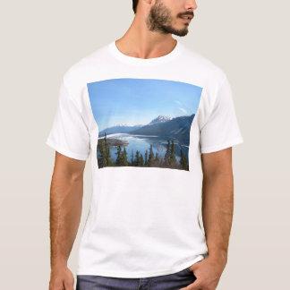 Skagway、アラスカの景色の眺め Tシャツ