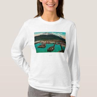 Skagway、AlaskaSkagway、AKの町の眺め Tシャツ