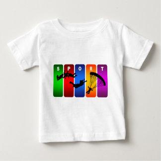 Skydivingの多彩な紋章 ベビーTシャツ