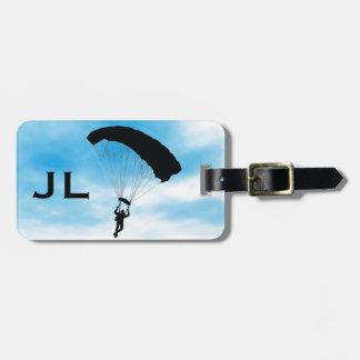 Skydivingの落下傘で降りるデザインの荷物のラベル ラゲッジタグ