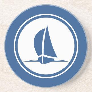 Sloopの青いヨットの航海のな砂岩コースター コースター