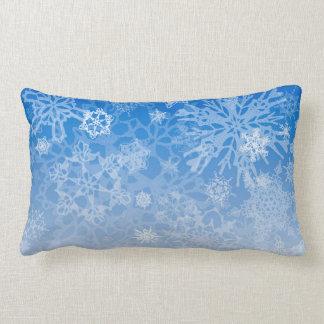 Snowcatcherの雪片のブリザードの枕 ランバークッション