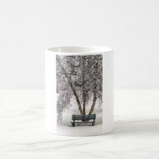 Snowyのベンチのマグ コーヒーマグカップ