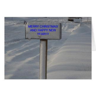 Snowyのポストおよび道のクリスマスカード カード