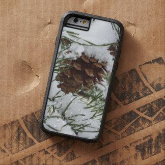 Snowyのマツ円錐形Iの冬の自然の写真撮影 Tough Xtreme iPhone 6 ケース