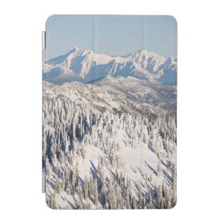 Snowyの山および木の景色の眺め iPad Miniカバー