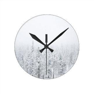 Snowyの森林 ラウンド壁時計
