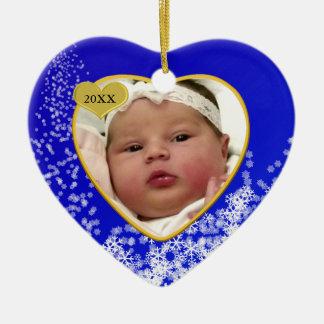 Snowyの深い青色児の初めてのクリスマスの写真のハート セラミックオーナメント