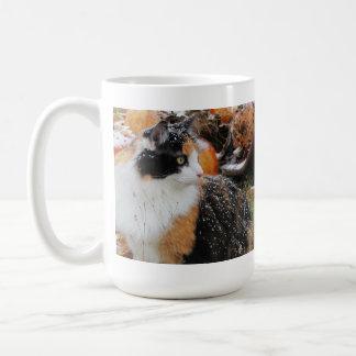 Snowyの茶色のぶち猫 コーヒーマグカップ