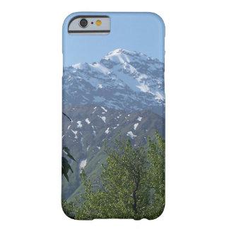 Snowyアラスカ山のiPhoneの場合 Barely There iPhone 6 ケース