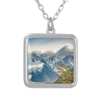 Snowyアンデス山、El Chaltenアルゼンチン シルバープレートネックレス