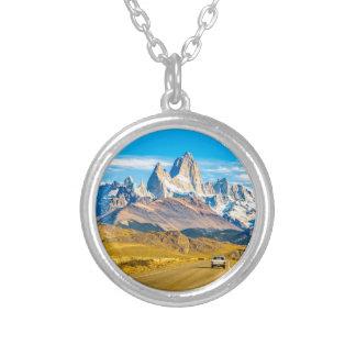 Snowyアンデス山、El Chalten、アルゼンチン シルバープレートネックレス