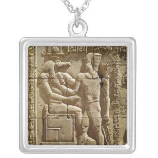 Sobekおよびクラウディオス・プトレマイオスのレリーフ、浮き彫りVI Philometor シルバープレートネックレス