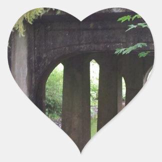 SOL Ducの川上のコケむした橋 ハートシール