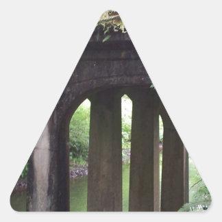 SOL Ducの川上のコケむした橋 三角形シール