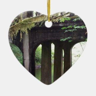 SOL Ducの川上のコケむした橋 陶器製ハート型オーナメント