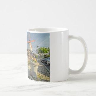 Solvangの風車の眺め コーヒーマグカップ