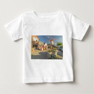 Solvangの風車の眺め ベビーTシャツ