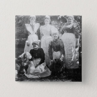 Sophia Farrellおよび女中1899年 5.1cm 正方形バッジ