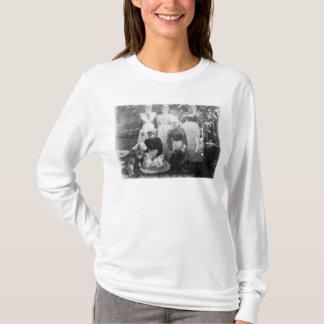 Sophia Farrellおよび女中1899年 Tシャツ